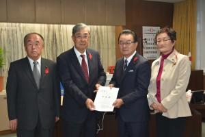 県議会への要請 左から伊藤副会長、高前田会長、佐々木県議会議長、松本副会長